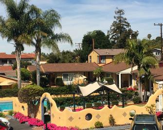 Oasis Inn and Suites - Santa Barbara - Building