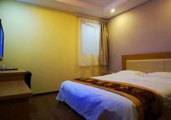 Super 8 by Wyndham Shanghai Hongqiao Traffic Hub Jiu Du Road - Shanghai - Bedroom