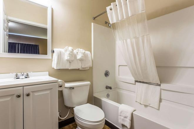 Suburban Extended Stay Hotel - Charlotte - Phòng tắm