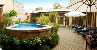 安地瓜皇家卡米諾酒店 - 安地瓜古城 - 危地馬拉安地瓜 - 游泳池