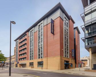 Travelodge Sheffield Central - Sheffield - Building