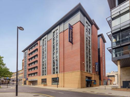 Travelodge Sheffield Central - Sheffield - Building