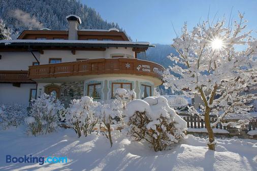 Hotel Garni Montana - Mayrhofen - Building