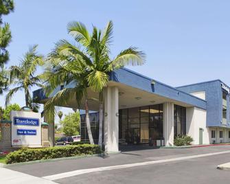 Travelodge Inn & Suites by Wyndham Anaheim on Disneyland Dr - Anaheim - Building