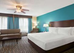 Baymont by Wyndham Evansville East - Evansville - Bedroom