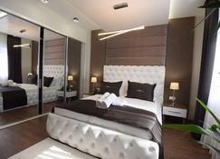 Hotel Mirror Skopje - Petrovec - Bedroom