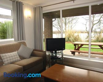 Manor House Marine & Cottages Ltd - Енніскіллен - Living room