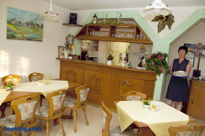 Christel's Pension & Cafe - Pawesin - Restaurant