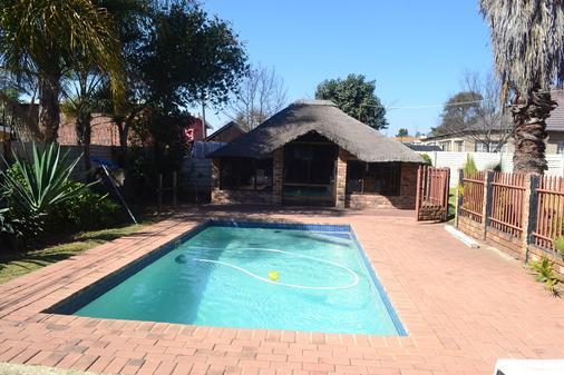 Doeny Lodge - Kempton Park - Pool