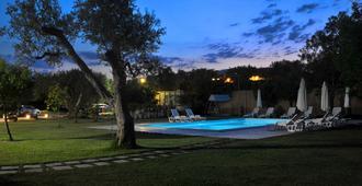 科爾特美羅格拉尼度假酒店 - 奧特朗托 - 游泳池