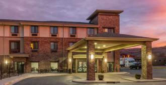 Sleep Inn and Suites Moab near Arches National Park - Moab - Building