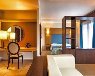 Lu' Hotel - Carbonia - Bedroom