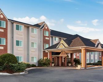 Microtel Inn & Suites by Wyndham Tifton - Tifton - Building
