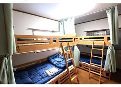 Guest House Carpe Hiroshima Koi - Hiroshima - Schlafzimmer