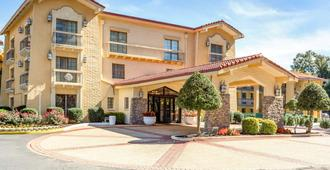 Quality Inn & Suites Airport - Charlotte - Building