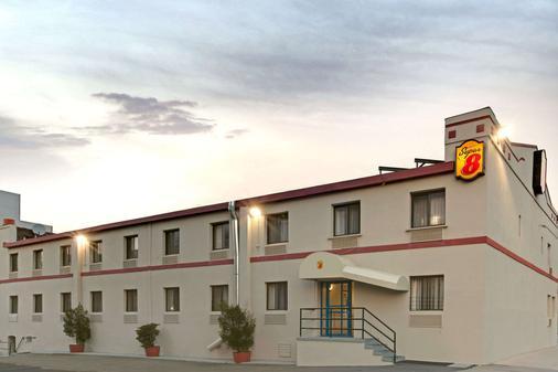 Super 8 By Wyndham Long Island City Lga Hotel - Queens - Toà nhà