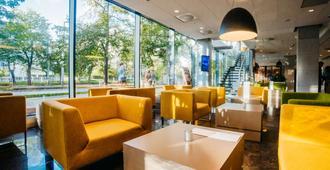 Q Hotel Plus Wroclaw - Wroclaw - Lobby