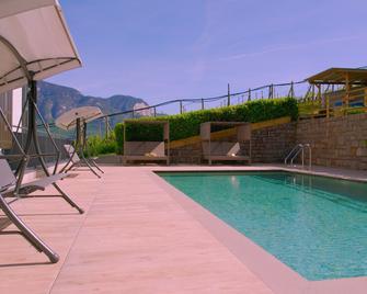 Residence Garni Hotel Vineus - Termeno - Pool