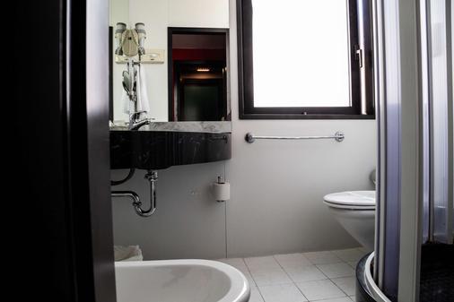 Hotel Berlino - Milan - Bathroom