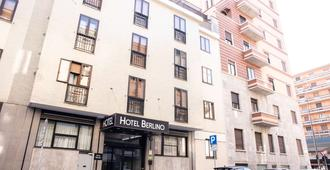 Hotel Berlino - Milan - Building