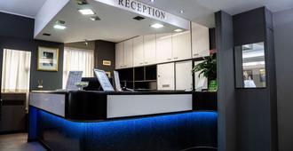 Hotel Berlino - Milan - Front desk