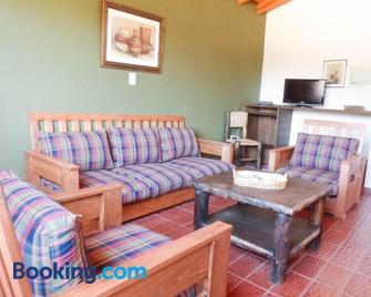 Cabañas La Rosita - San Agustín de Valle Fértil - Living room