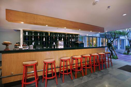 Hotel Neo+ Kuta Legian - Kuta - Bar