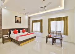 Oyo 3783 Hotel Bhavani Palace - Bopal - Bedroom