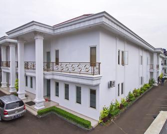 RedDoorz @ Jatiwaringin - Bekasi - Gebäude