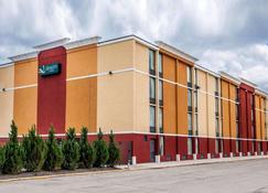 Quality Inn Terre Haute University Area - Terre Haute - Gebäude