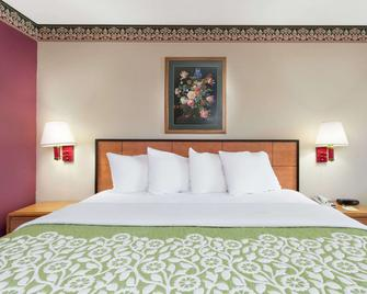 Days Inn by Wyndham Lexington - Lexington - Schlafzimmer