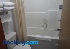 Alcan Motor Inn - Haines Junction - Bathroom