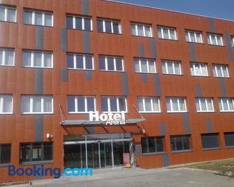 Hotel Arena - Komotau - Gebäude