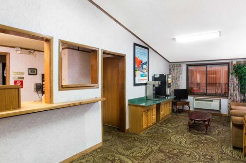 Howard Johnson by Wyndham, Wilmington - Wilmington - Lobby