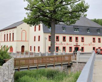 Pension Gasthof Und Hotel Roter Hirsch - Claußnitz - Edificio