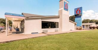 Motel 6 Newport News, VA - Newport News - Building
