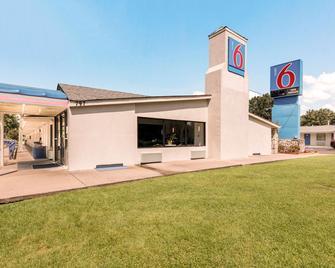 Motel 6 Newport News, VA - Ньюпорт-Ньюз - Building