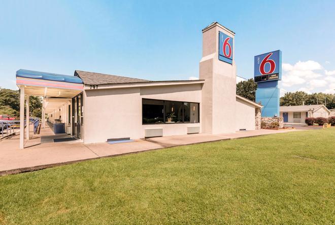 Motel 6 Newport News, VA - Newport News - Gebäude