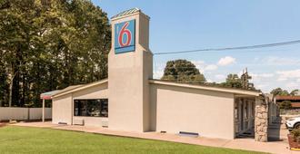 Motel 6 Newport News - Newport News - Building