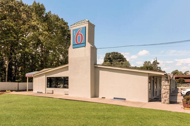 Motel 6 - 紐波特紐斯 - 紐波特紐斯 - 紐波特紐斯 - 建築