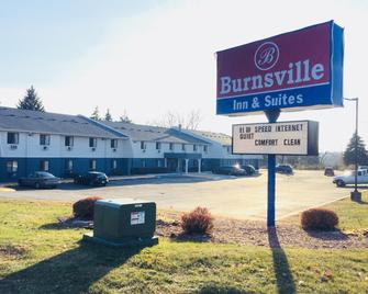 Burnsville Inn & Suites - Burnsville - Building