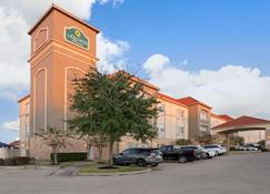 La Quinta Inn & Suites by Wyndham Houston - Westchase - Houston - Building