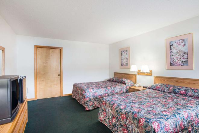 Travelodge by Wyndham Lake George NY - Lake George - Bedroom
