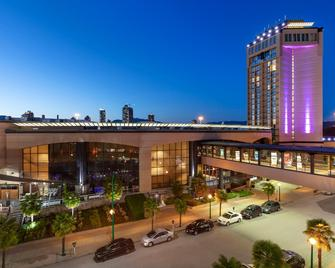 Delta Hotels by Marriott Burnaby Conference Centre - Бернабі - Building