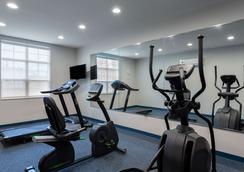Microtel Inn & Suites by Wyndham Niagara Falls - Niagara Falls - Gym