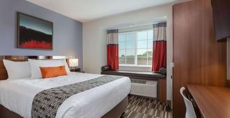 Microtel Inn & Suites by Wyndham Niagara Falls - Niagara Falls - Bedroom