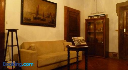 Time Out - Pisa - Living room