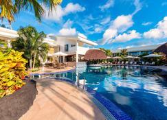 Sheraton Samoa Aggie Grey's Hotel & Bungalows - Apia - Pool