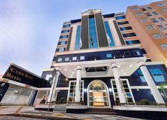 Hotel Euro Suit Campinas - Campinas - Edifício