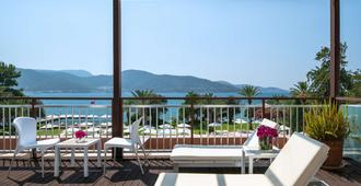 DoubleTree by Hilton Bodrum Isil Club Resort - Bodrum - Ban công